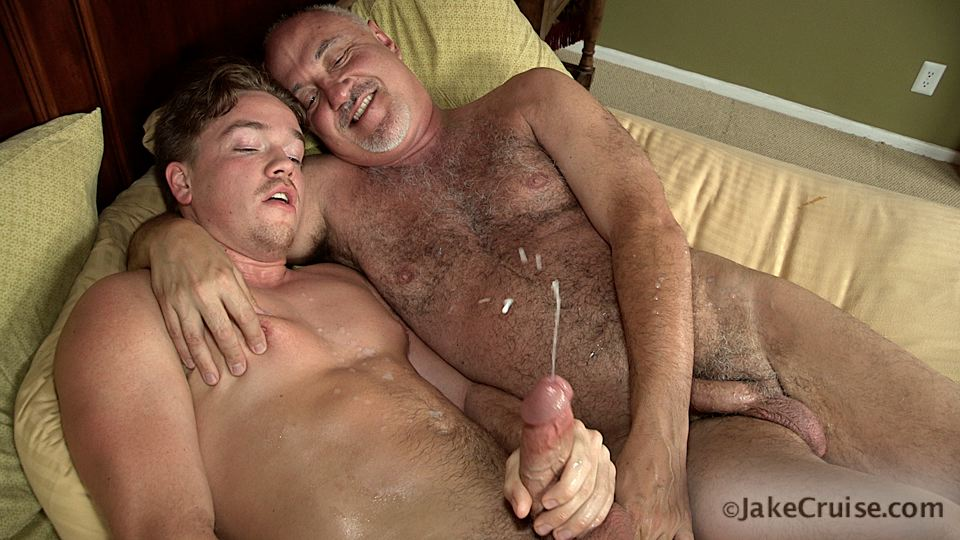 Jake-Cruise-Lucas-Knight-Hairy-Daddy-Sucks-A-Big-Boy-Cock-Amateur-Gay-Porn-15 Jake Cruise: Daddy Sucks A Huge Younger Cock Until It Shoots