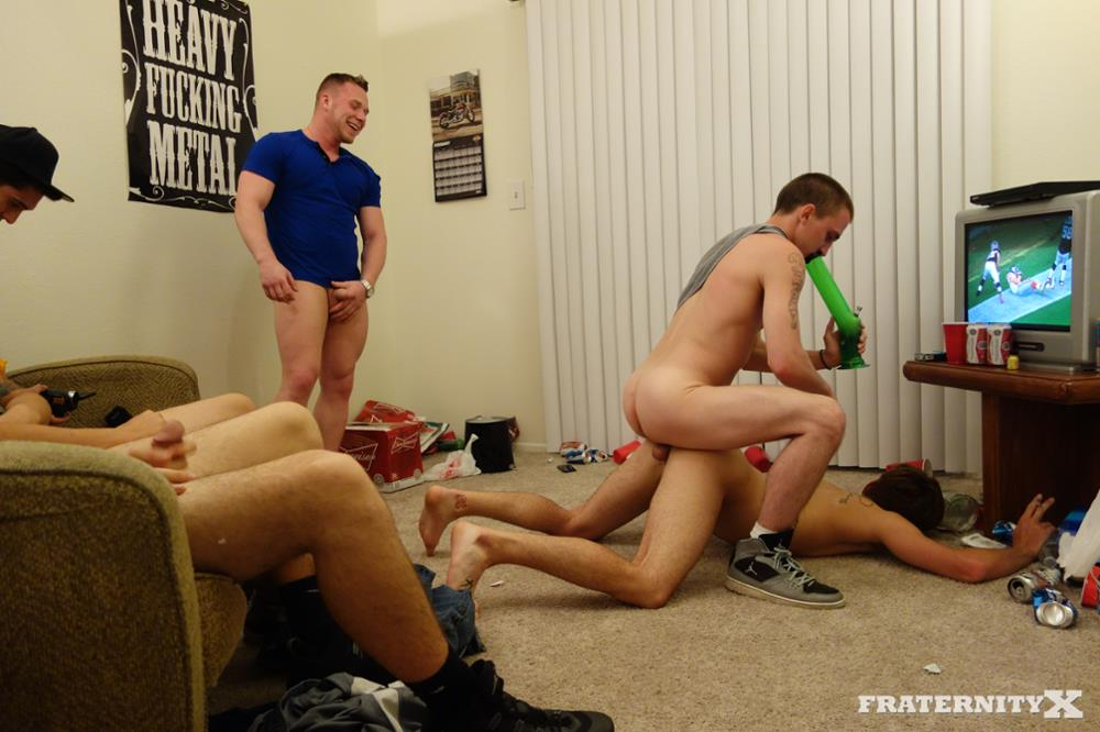 Horny muscle men room for another pissing 9